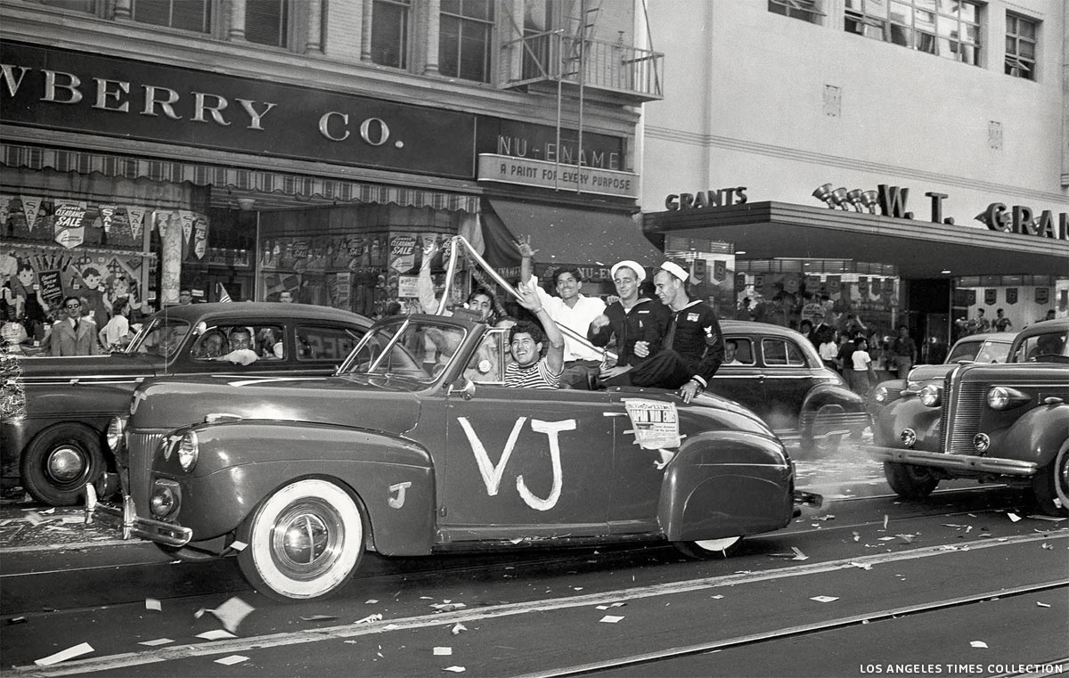 ccc-41-ford-vj-parade-los-angeles-aug-14-02