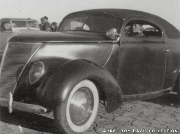 CCC-early-custom-37-ford-sedan-00