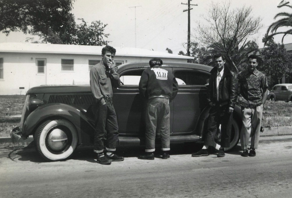 CCC-36-ford-sedan-with-guys