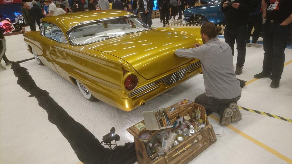 Fuzzydice-se-57-Ford-01